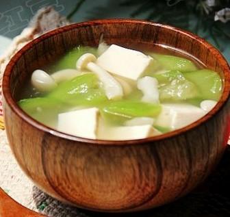 白玉丝瓜豆腐汤