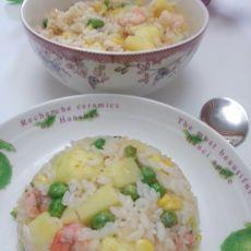 菠萝海鲜炒饭的做法