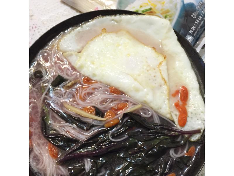 补血麻油鸡蛋麵线~~五木拉麵