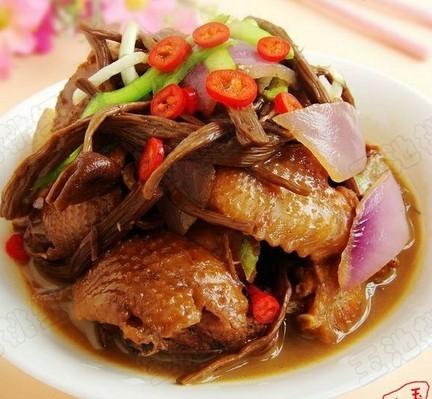 茶树菇烧鸡块