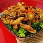 冬菇鸡腿肉烩西兰花