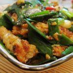 豆豉鲮鱼条炒蒜苗