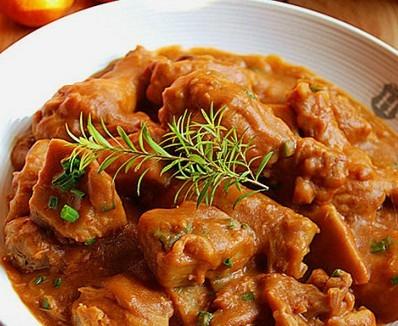 番茄红烩芋头鸡肉块