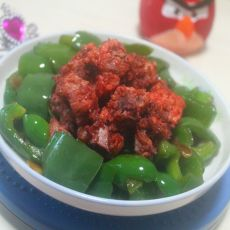 粉蒸排骨拌青椒