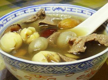 桂圆莲子猪心汤的做法