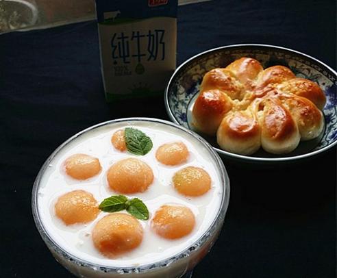 哈密瓜果粒老酸奶的做法
