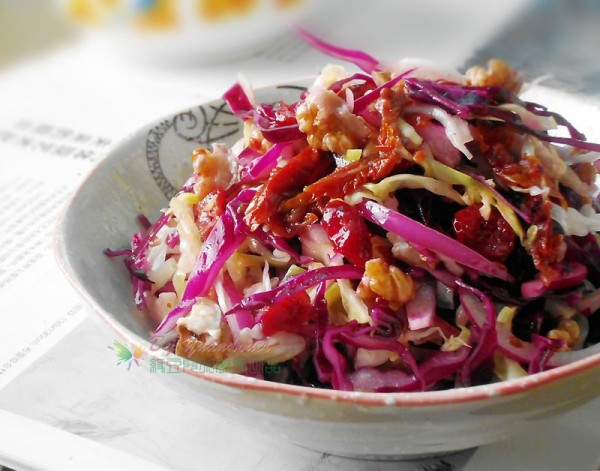 核桃包心菜沙拉的做法