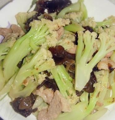 花菜黑木耳炒肉片