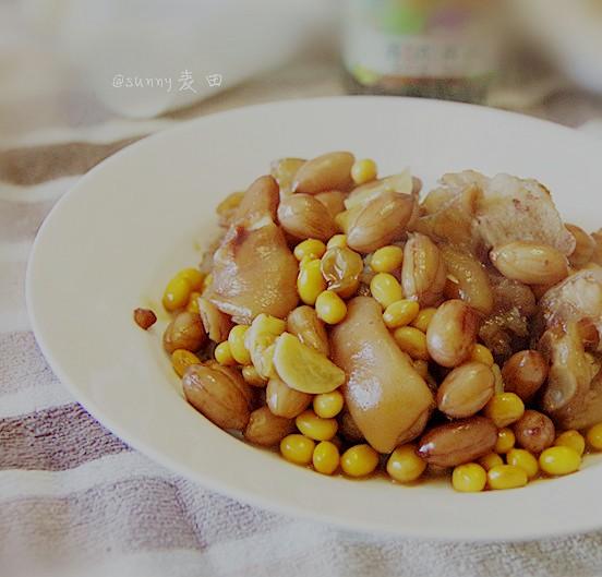 黄豆花生焖猪蹄