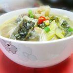黄花菜鱼骨煮酸菜的做法