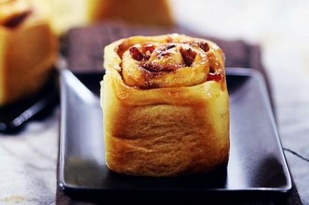 黄油水果面包卷