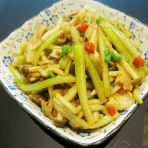 花肉炒芹菜小蘑菇