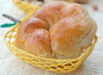 花生酱花环面包的做法