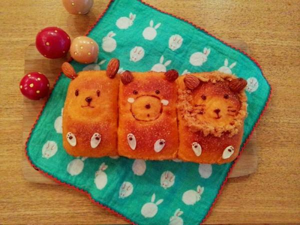 胡萝卜全麦肉松馅面包