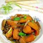 胡萝卜炖肉皮的做法