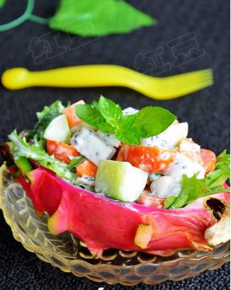 火龙果蔬果沙拉的做法
