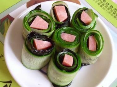 火腿紫菜黄瓜卷