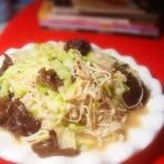 金针菇卷心菜炒鸡蛋