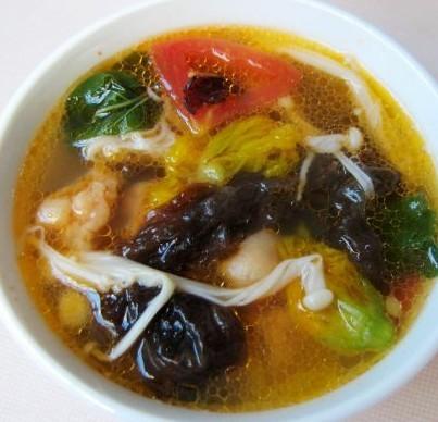 金针菇杂蔬汤的做法