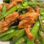 鸡腿肉炒蜜豆的做法