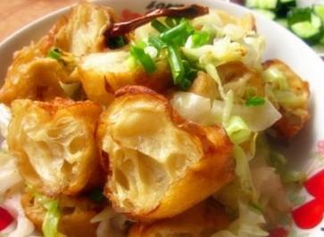 卷心菜炒油条的做法