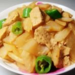 辣椒萝卜炖豆腐的做法