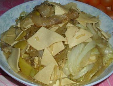 腊肉白菜粉条炒豆皮