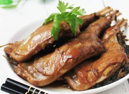 梅菜卤兔腿的做法