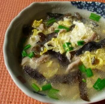 木耳鸡蛋瘦肉汤