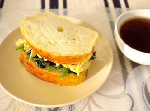 奶油菠菜鸡蛋三明治