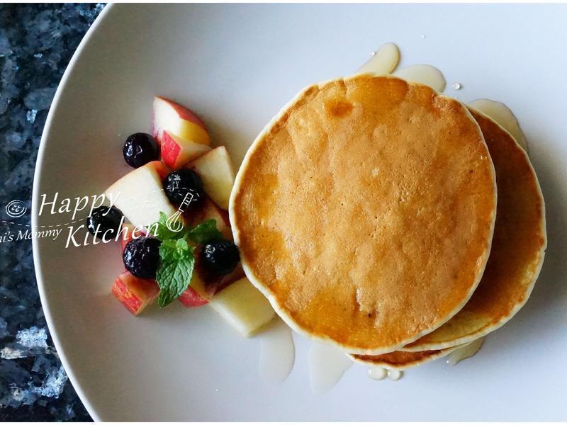 苹果蜂蜜鬆饼早餐