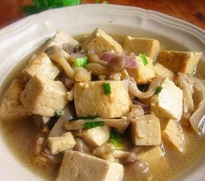 平菇炖豆腐的做法