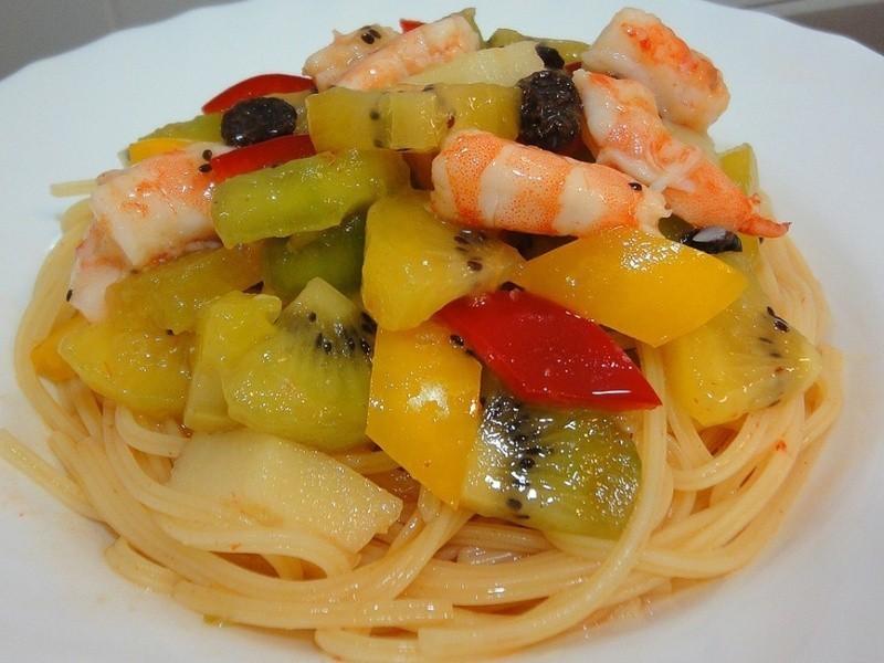 奇異果鮮蝦泰式沙拉麵的做法