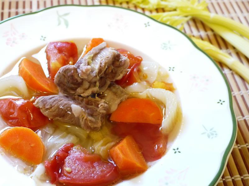 清炖鲜蔬牛肉汤