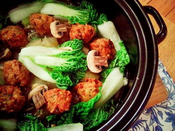 清炖雪莲果豆腐丸子锅
