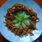 芹香豆腐皮的做法