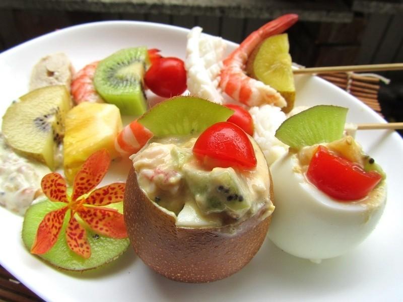 奇异鲜果海鲜串+惊奇蛋沙拉的做法