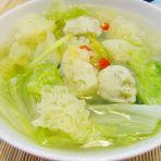 肉丸雪耳生菜汤