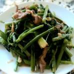 剩肉炒芹菜