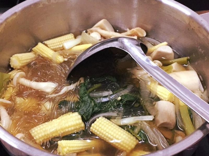 时蔬鲜菇冬粉锅的做法