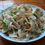 双椒炒豆腐皮的做法