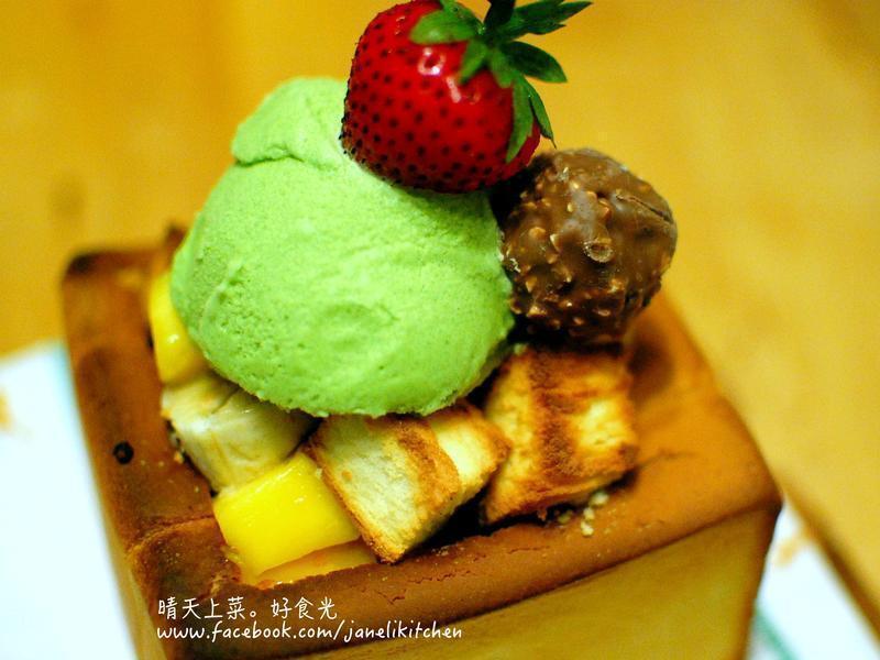 水果冰激凌蜜糖吐司