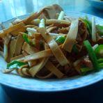 蒜苗炒豆腐皮