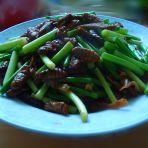 蒜苔炒蚕蛹的做法