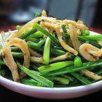 蒜苔炒椒盐小鱼干