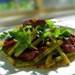 蒜苔黑椒汁煎肉