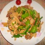 蒜苔青椒炒豆腐皮的做法