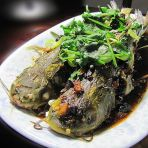 蒜头豆豉蒸黄骨鱼的做法