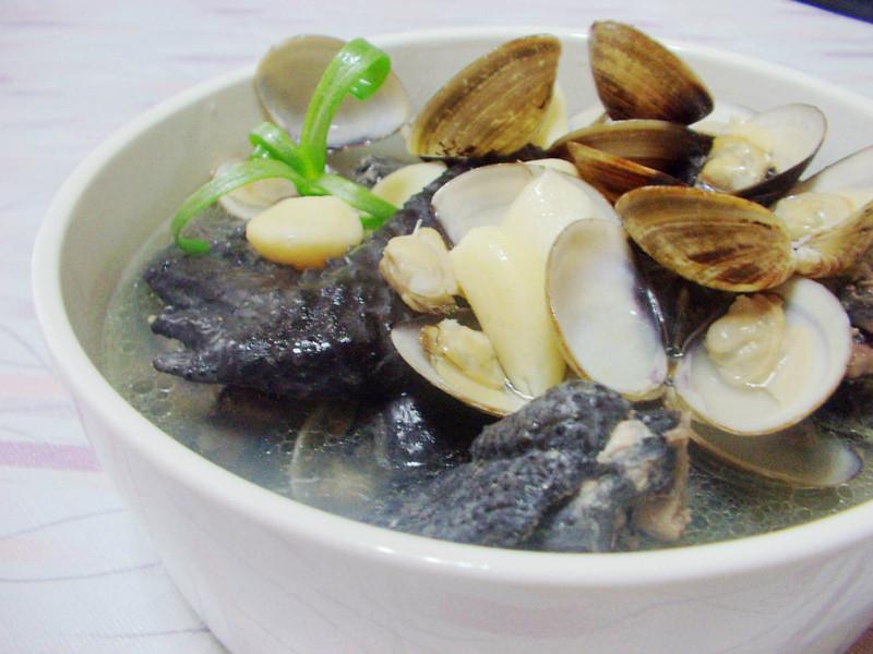 蒜头蛤蜊乌骨鸡汤