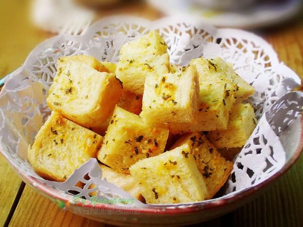 蒜香黄油吐司砖的做法
